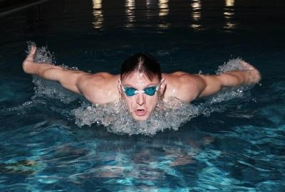 Що дають заняття плаванням у басейні