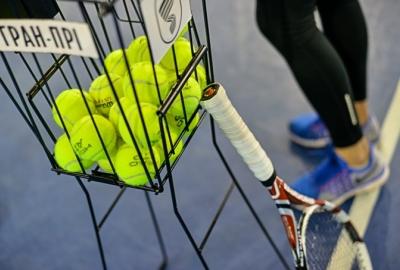 Як навчитися грати у великий теніс новачку